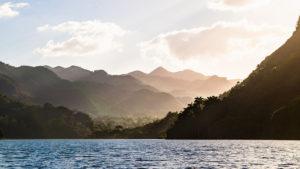 tiefstehende Sonne am Hanabanilla See