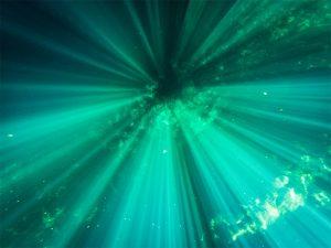 Lichtstrahlen im Wasser